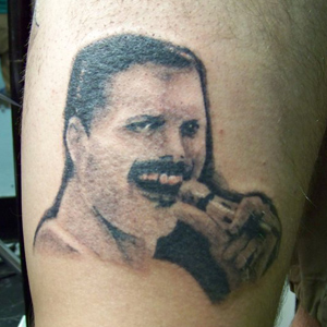 tatuaje freddy mercury